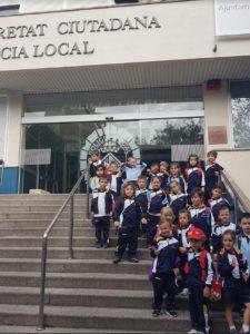 Visita de 2n A i 2n B d'infantil a la Policia Local