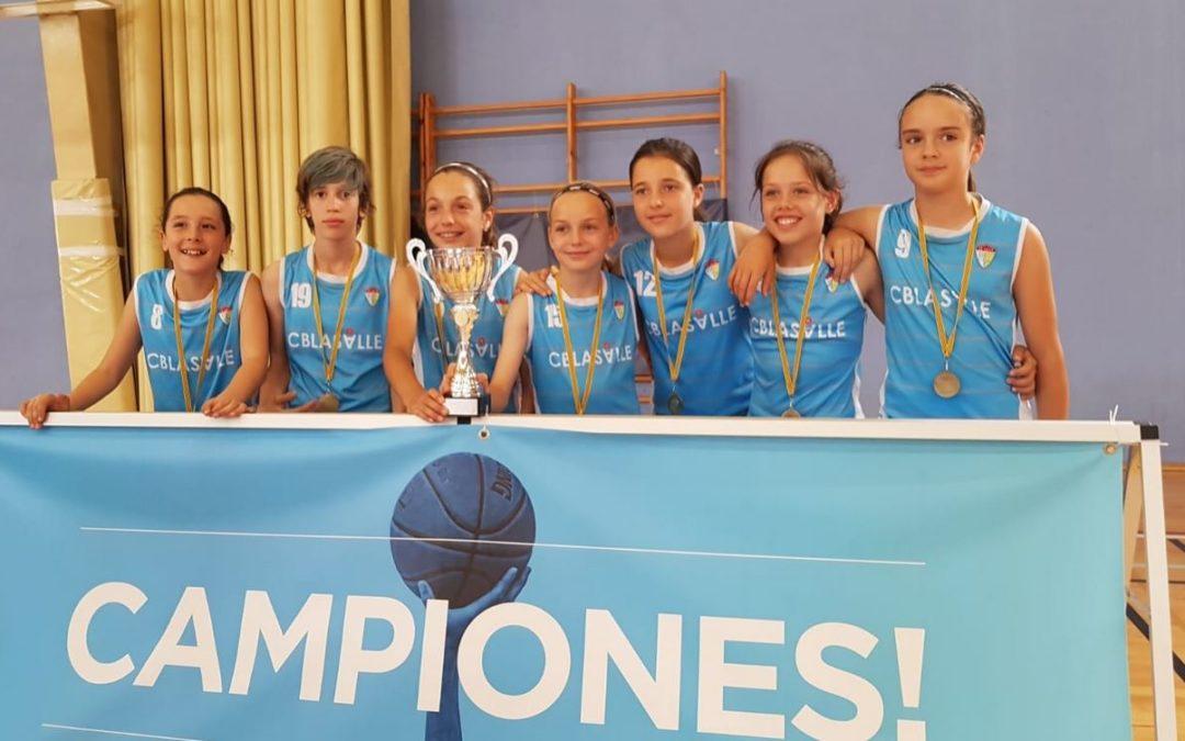 El equipo mini femenino de La Salle Palma, campeón de Baleares
